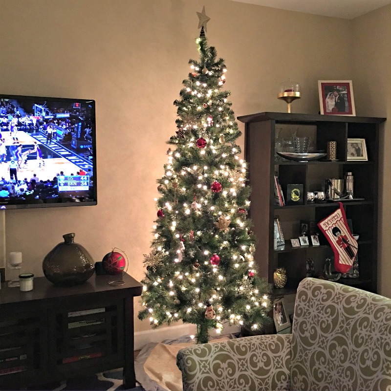 Christmas tree in the Pitt house via A Lay Goes West