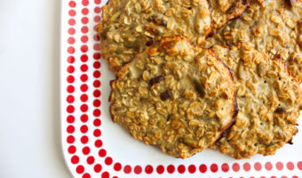 Six-ingredient vanilla healthy protein breakfast cookies